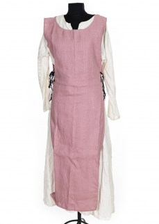 simple-surcote-in-pink-linen-3